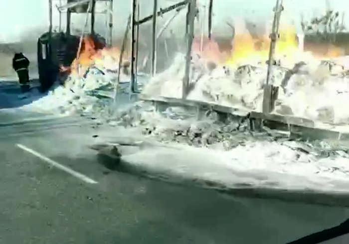 Пожар на дороге Киев – Харьков: фура сгорела дотла (видео)