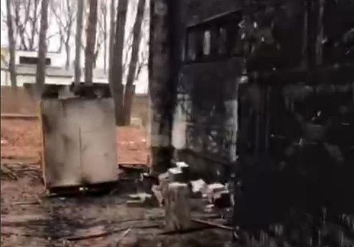 В Сети показали, что осталось от коттеджа под Харьковом после сегодняшнего пожара (видео)