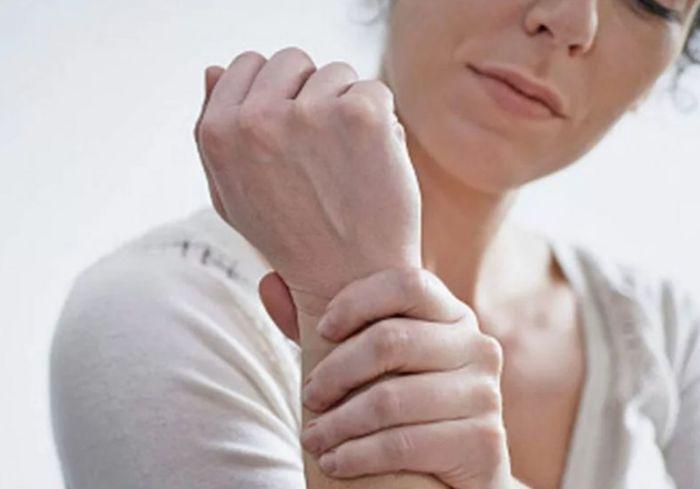 Врач-ортопед рассказала, как спасти суставы от старения