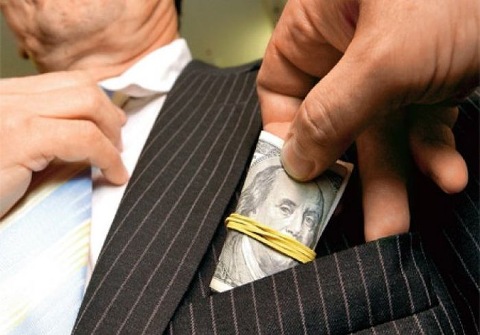 Большинство украинцев не видят успехов власти в борьбе с коррупцией - соцопрос