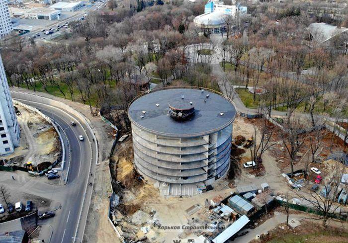 В Харькове сняли с высоты строительство многоуровневого паркинга (видео)