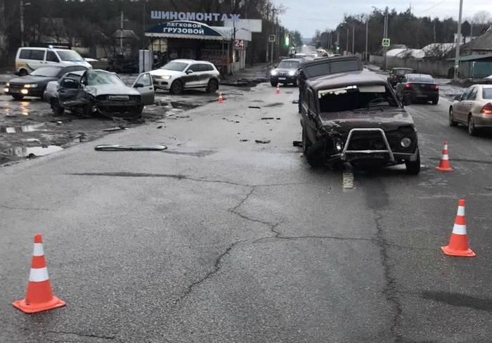 Страшная авария на Мерефянском шоссе в Харькове: людей вырезали из машин (фото, видео)