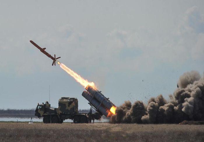 «Угроза Крымскому мосту?» В Сети показали впечатляющее видео испытания украинской ракеты