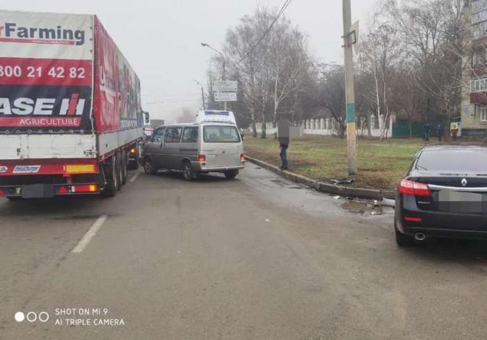 Тройное ДТП в Харькове: пострадавших увезли