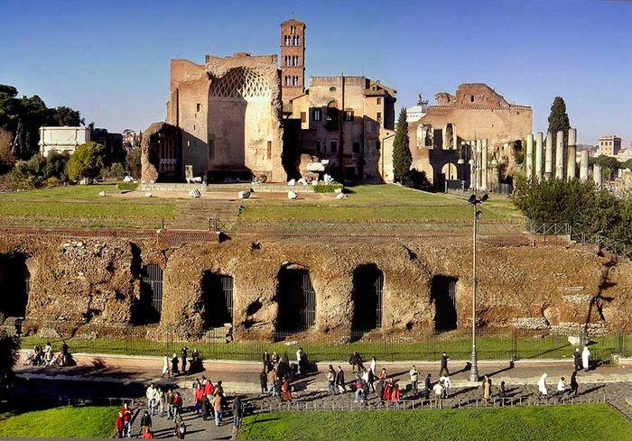 В римском дворце Нерона обнаружили тайную подземную камеру (фото)