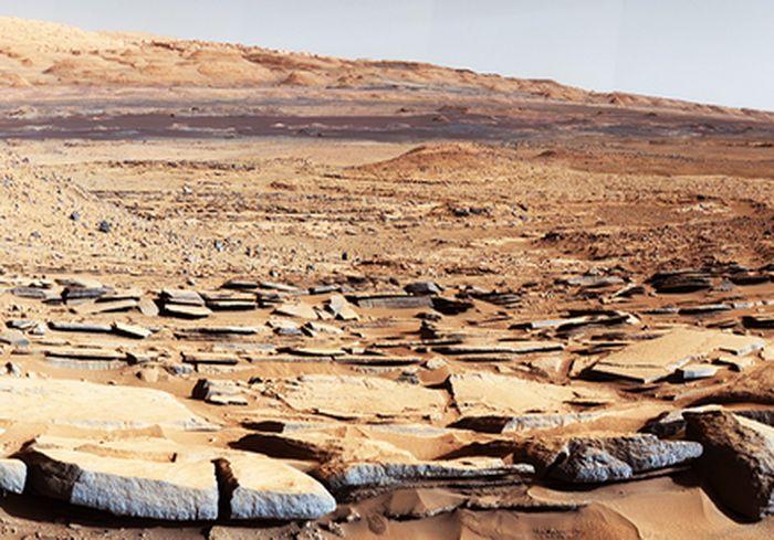 Ученые: с поверхности Марса стала загадочно исчезать вода