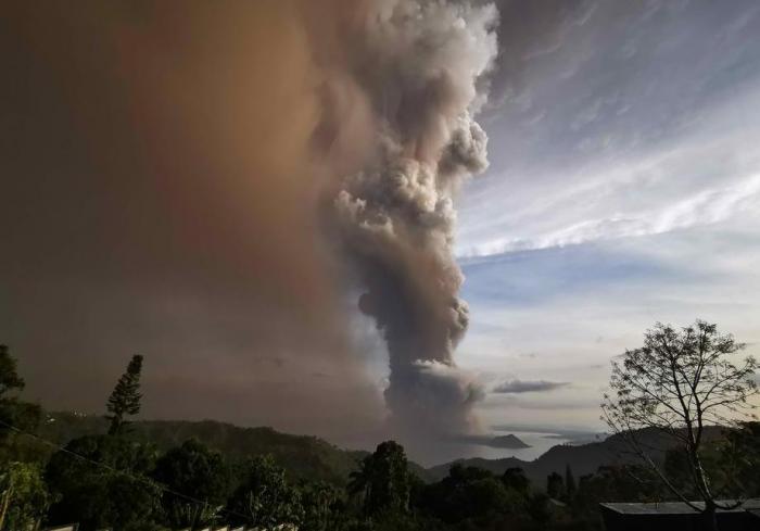 На Филиппинах эвакуируют население