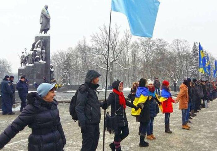 «Країна соборна»: в Харькове участники акции образуют «живую цепь»