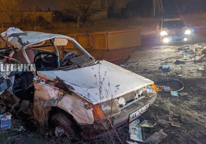 Пьяное ДТП в Харькове: «Таврия» въехала в хлам (фото)