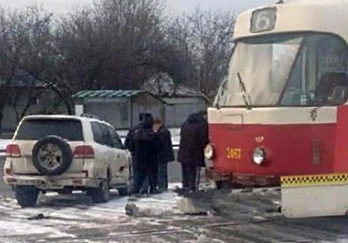 ДТП в Харькове: травмай нокаутировал иномарку