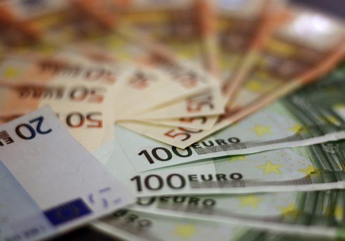 Украинцам рассказали, сколько получают чиновники в Эстонии