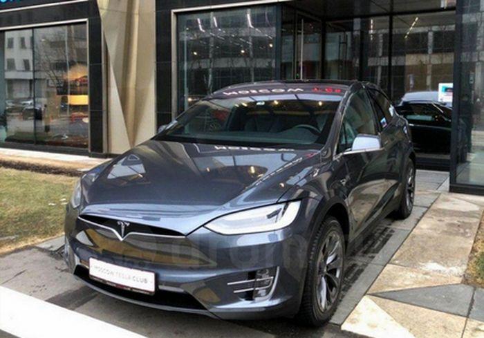 «Жизнь налаживается»: под Харьковом семья депутата сельсовета приобрела сразу две Tesla