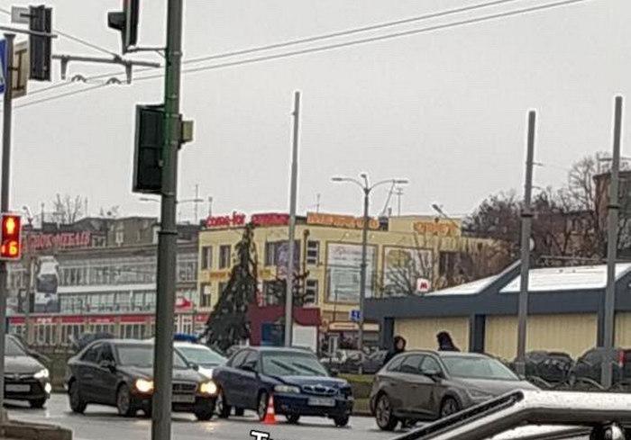 ДТП в Харькове: у грузовика отвалилось колесо (видео)