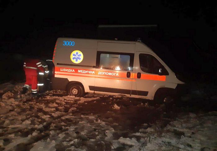 В Харьковской области слетел в кювет автомобиль скорой помощи