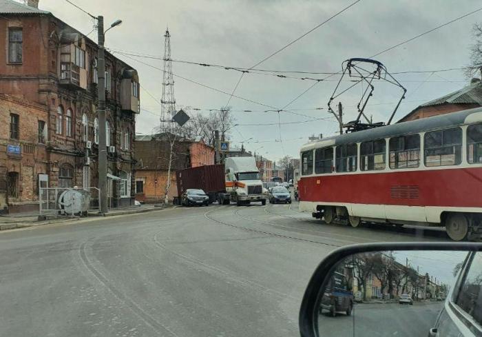 ДТП в Харькове: собирается пробка