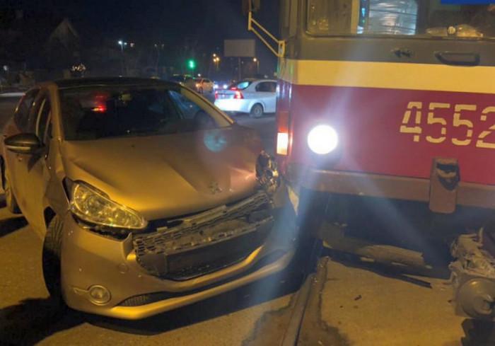 ДТП в Харькове: машина не разъехалась с трамваем