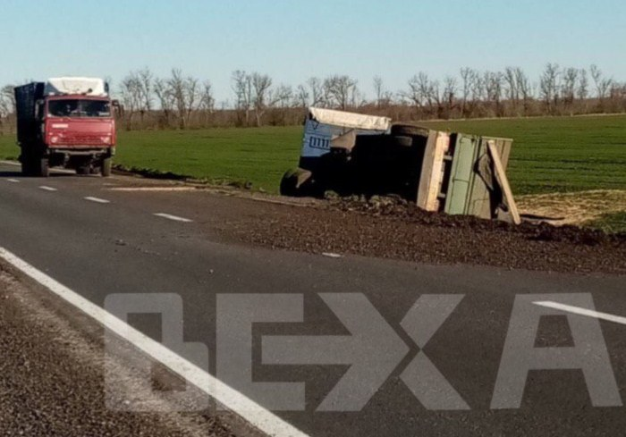 В Харьковской области слетел с трассы КАМАЗ