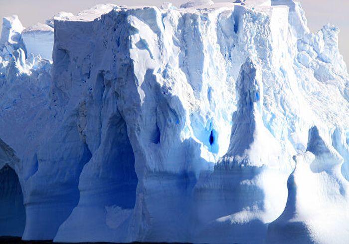 Начал таять самый глубокий ледяной каньон нашей планеты