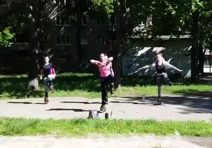 Харьковчане научились обходиться без спортзалов: тренировки перенесли на улицу (видео)