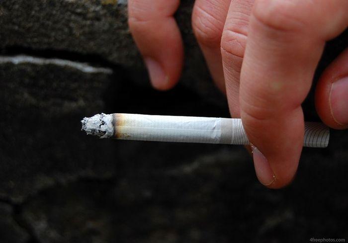 Выяснилось, почему курильщики предрасположены к COVID-19
