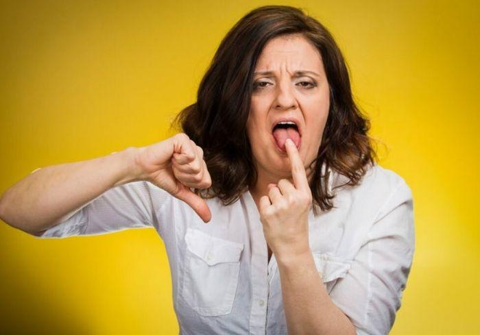 Почему появляется горечь во рту и как от неё избавиться