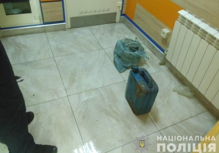 В Харькове мужчина хотел сжечь себя вместе с ломбардом