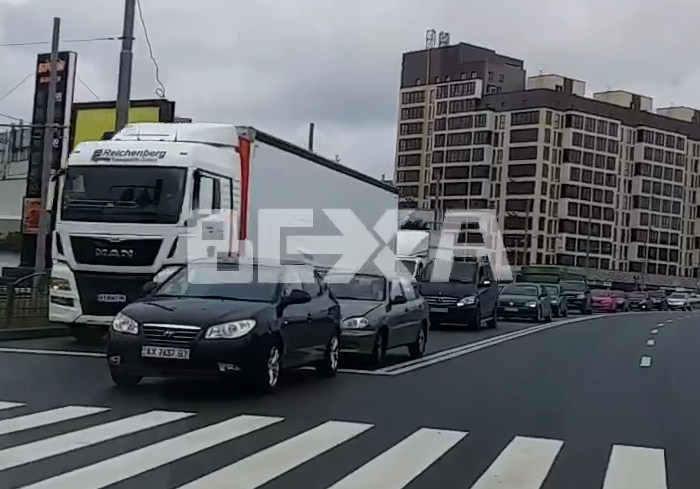 ДТП на Клочковской спровоцировало пробку (видео)