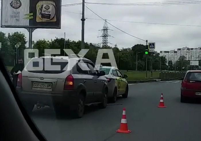 На Московском проспекте такси попало в ДТП (видео)
