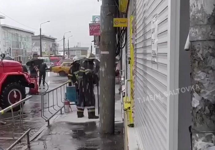 В одном из магазинов на рынке Барабашово загорелась проводка (видео)