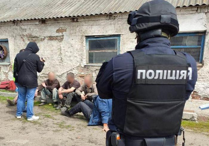 Харьковские фермеры использовали труд «рабов» (фото)
