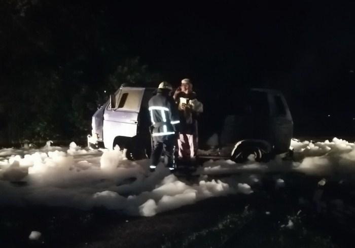 В Харькове ночью сгорел микроавтобус (видео)