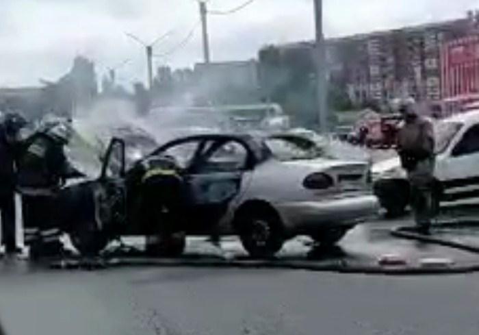 В Харькове сгорел автомобиль (видео)