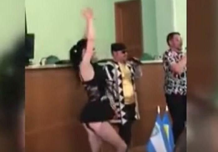Организатора скандальных танцев в Херсонском облсовете без конкурса взяли работать в ХОГА (видео)