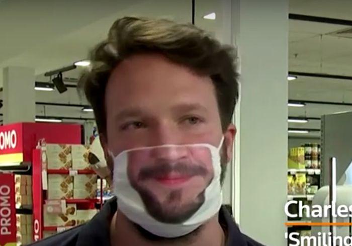 В Сети показали, как изготовляют «дружелюбные» защитные маски (видео)