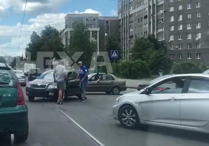 ДТП на Московском проспекте стало причиной автомобильной пробки (видео)