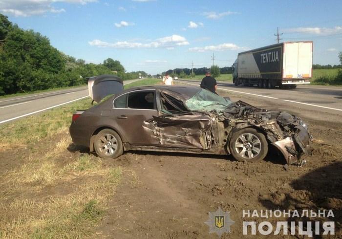 ДТП в Харьковской области: грузовик столкнулся с легковушкой (фото, видео)