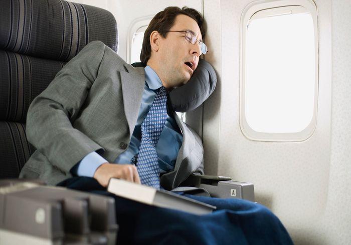 Когда в самолете опасно засыпать – совет эксперта