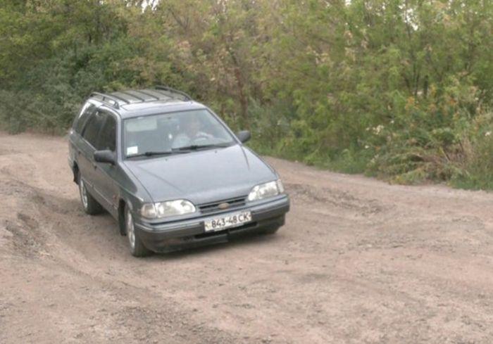 «Не для слабонервных»: в Сети показали, как выглядит автотрасса Валки-Богодухов (видео)