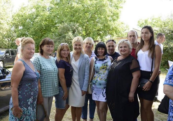«Народный депутат должен проводить отпуск там, где нуждаются в поддержке и помощи», - Светличная встретилась с громадой Лозовой