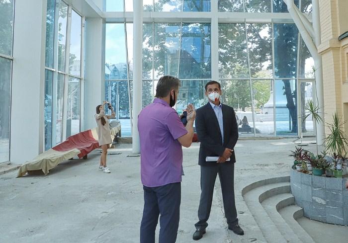 Владимир Скоробагач обсудил с руководством Харьковского исторического музея возникшие в ходе реконструкции здания проблемы