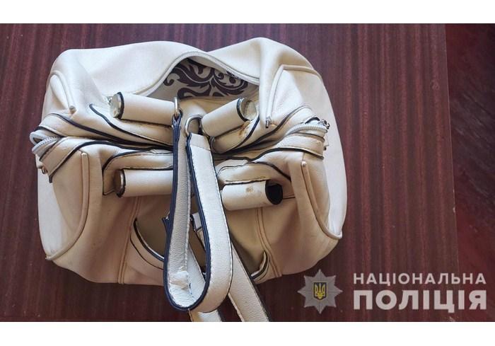 В Богодухове полицейские задержали мужчину, укравшего женскую сумку в храме