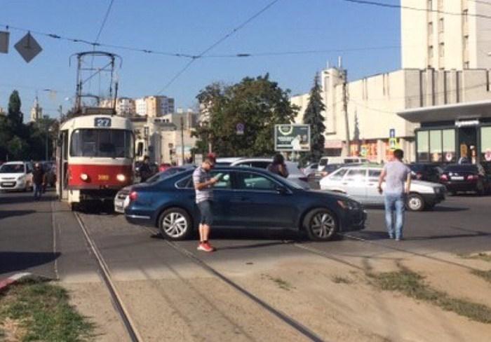 ДТП на Конном рынке остановило движение трамваев