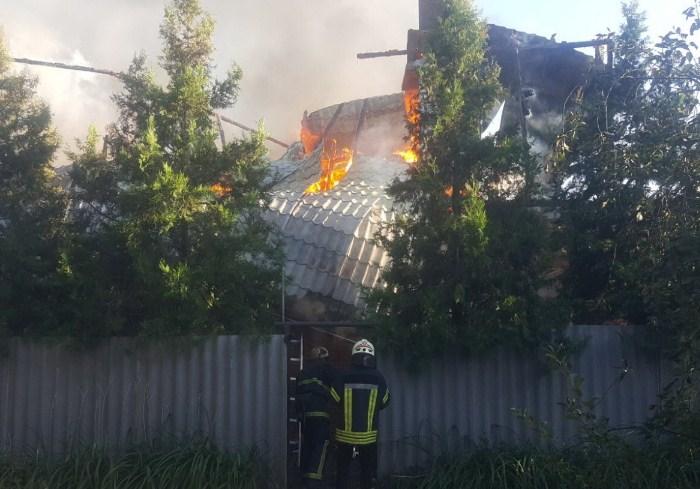 В Харькове сгорел швейный цех (фото, видео)