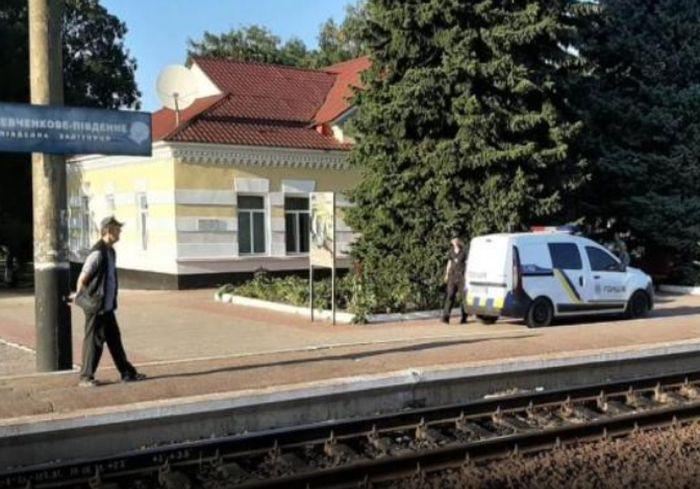 Трагедия под  Харьковом – мужчину сбил поезд (фото)
