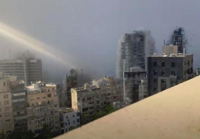 Чудовищный взрыв в Бейруте сняли на видео в высоком качестве