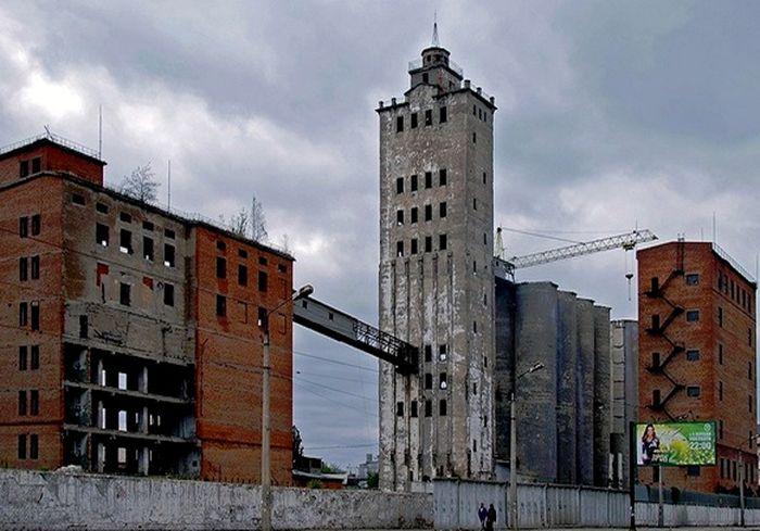 Промышленные зоны зияют черными дырами на карте Харькова