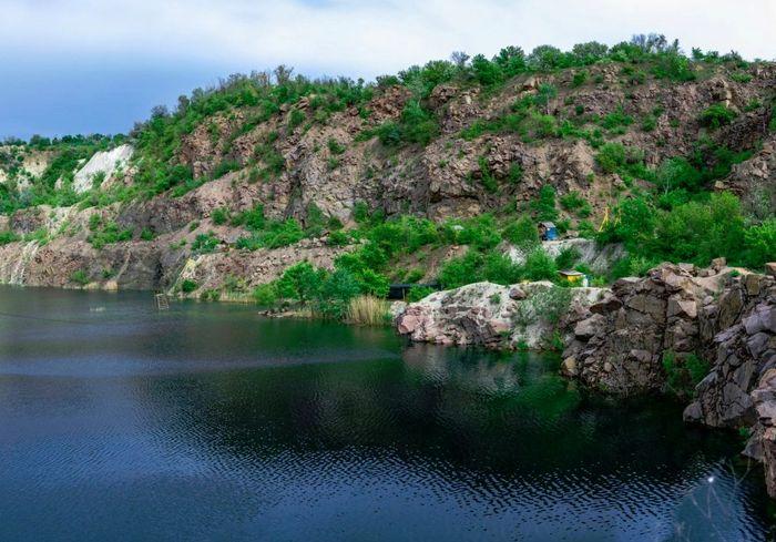 Куда поехать: шесть голубых озер Украины для летнего отдыха
