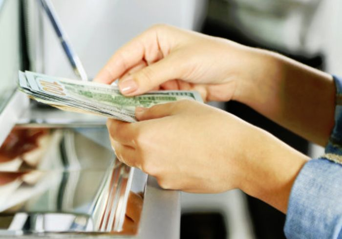 Доллар в обменниках преодолел психологически важную черту