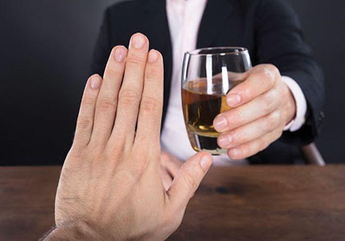 Нарколог предупредил о смертельной опасности резкого отказа от алкоголя