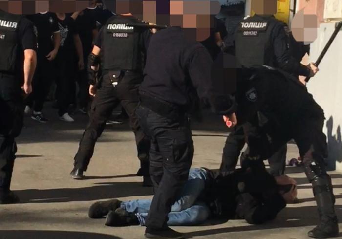 За избиение человека на «Марше равенства «Харьков Прайд» экс-полицейскому грозит до восьми лет тюрьмы